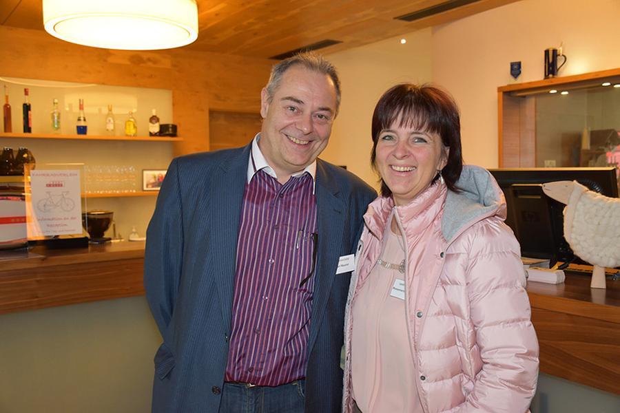 Carl Maurer (SIP Connect Telekommunikation, Internet, Reichsstraße 16a, Bregenz) mit Rosemarie Feurstein vom Landhotel Hirschen in Hittisau; Foto: Arno Riedmann